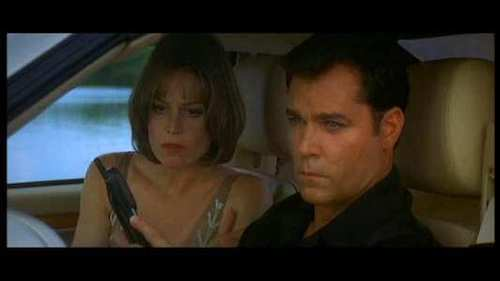 Sigourney Weaver and Ray Liotta in a car in the movie Heartbreakers
